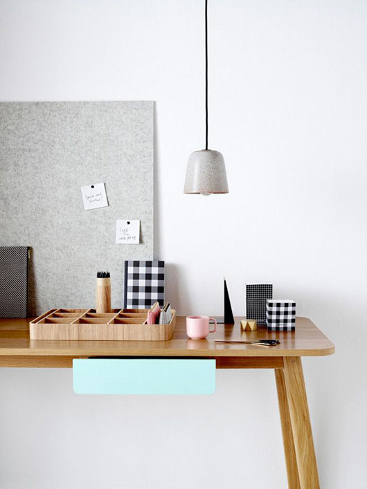 CountryRoad-desk14_01